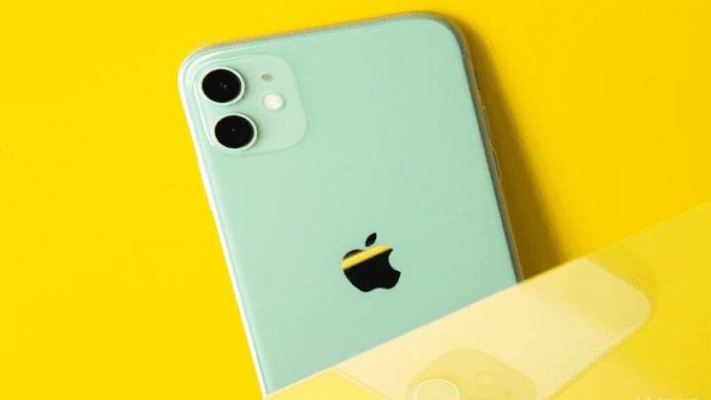 ظهر هاتف iPhone 12e