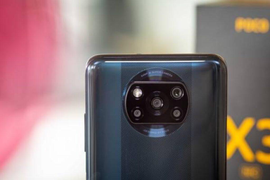 الكاميرا الخلفية وشكل لجوال شاومى بوكو اكس3